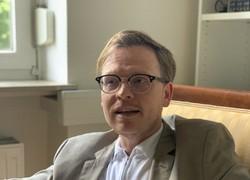 インタビューに答えるボン大哲学科教授マルクス・ガブリエル氏=2020年5月29日、念佛明奈撮影