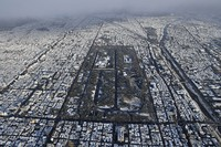 The Kyoto Imperial Palace and Kyoto's historic cityscape are seen covered with snow, in this photo taken from a Mainichi Shimbun helicopter on the morning of Dec. 17, 2020. (Mainichi/Takao Kitamura)