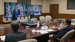主要7カ国(G7)財務相・中央銀行総裁会議にオンラインで参加する麻生太郎財務相(右)ら=財務省で2020年12月7日夜、同省提供