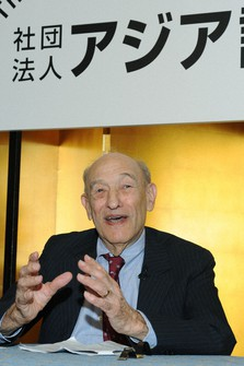 Harvard University Professor Emeritus Ezra Vogel. (Mainichi)