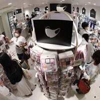 200種類以上のマスクが並ぶファンションマスク専門店「Mask.com(マスクドットコム)」=東京都中央区で2020年9月18日、竹内紀臣撮影