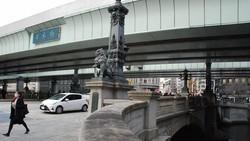 現在の日本橋は首都高速道路が真上を通り、青空は見えない=東京都中央区で2020年12月16日、川口雅浩撮影