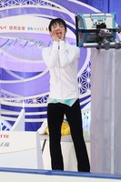 Yuzuru Hanyu, who won the gold medal at the Japan Figure Skating Championships, is seen reacting to fans' cheers at the Big Hat arena in the city of Nagano, central Japan, on Dec. 26, 2020. (Pool photo)