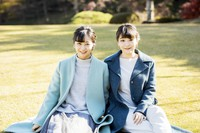Princess Kako, left, the youngest daughter of Crown Prince Akishino, who celebrated her 26th birthday on Dec. 29, and Princess Mako are seen at the Akasaka Estate in Tokyo's Minato Ward on Dec. 4, 2020. (Photo courtesy of the Imperial Household Agency)