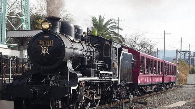 Museu Ferroviário de Kyoto dá aos fãs de 'Demon Slayer' a chance de andar de trem a vapor Entretenimento