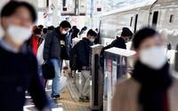 Few people are seen on a Tokaido Shinkansen platform at JR Tokyo Station compared to a normal year due to the coronavirus pandemic on Jan. 3, 2021. (Mainichi/Daiki Takigawa)