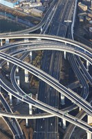 Few cars are seen from a Mainichi Shimbun helicopter at Yokohama-Aoba Junction on the Tomei Expressway on Jan. 3, 2021. (Mainichi)