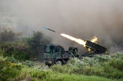 中国の侵攻を想定して行われた台湾軍の軍事演習(2020年7月)(Bloomberg)