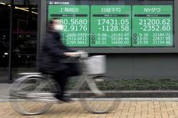 コロナ禍で20年3月に世界の株式市場は急落したが……(Bloomberg)