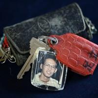 亡くなった足立伸也さんが使っていたキーホルダー=兵庫県豊岡市で、猪飼健史撮影
