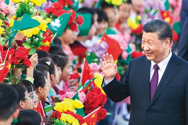 「中華民族の偉大なる復興」に突き進む……(中国共産党の習近平総書記) (Bloomberg)