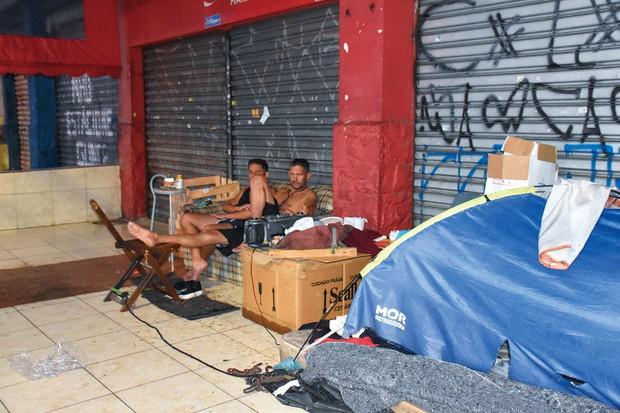 職を失い野宿する人々(サンパウロで2020年12月) 筆者撮影
