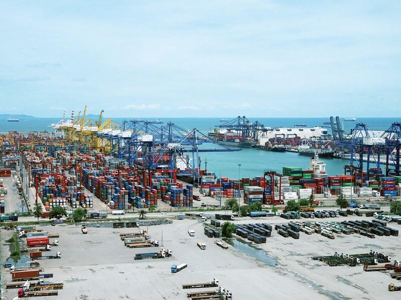 タイ最大の貿易港であるレムチャバン港 筆者撮影