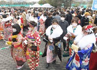 People celebrating their coming-of-age are seen wearing masks at a ceremony venue in the Fukuoka Prefecture city of Kitakyushu, on Jan. 10, 2021. (Mainichi/Toyokazu Tsumura)
