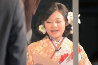 Miharu Tanaka, representing those celebrating their coming-of-age in the city of Kagoshima, makes a speech during a ceremony in the city on Jan. 10, 2021. (Mainichi/Takaharu Nishi)