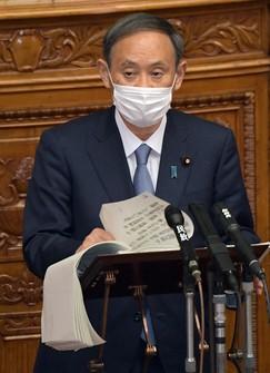 2050年までに温室効果ガス排出「実質ゼロ」を目指すと表明した菅義偉首相=国会内で2020年10月26日、竹内幹撮影