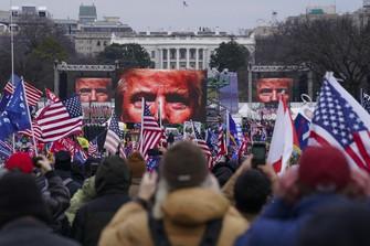 米ワシントンでの集会に参加するトランプ支持者=2021年1月6日、AP