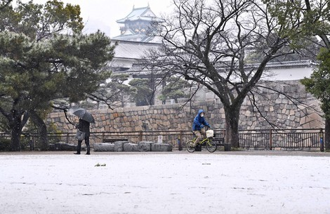 In Photos: Osaka Castle Park covered with light layer of snow