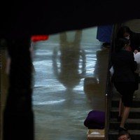 花道で出番を待つ力士の影=東京・両国国技館で2021年1月12日、宮武祐希撮影