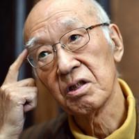 インタビューに答える、作家の半藤一利さん=東京都千代田区で2016年1月21日、関口純撮影