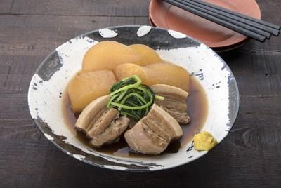 豚バラ大根べっこう煮=東京都渋谷区で、尾籠章裕撮影