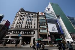 都心の大型不動産にマネーが流れ込む(東京・銀座)(Bloomberg)