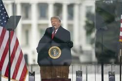 連邦議会議事堂への侵入事件前に、支持者集会で発言するトランプ米大統領=ワシントンで2021年1月6日、AP
