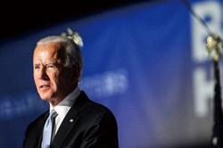 影が薄いバイデン新大統領 (Bloomberg)