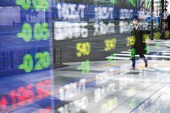 上昇する株価 (Bloomberg)
