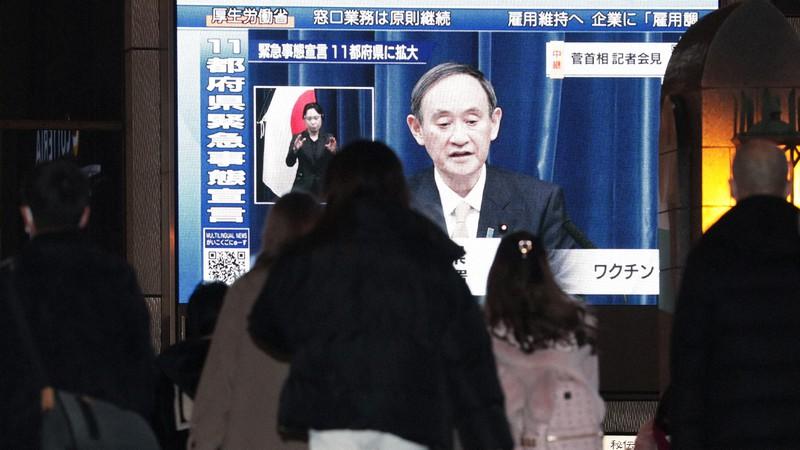 緊急事態宣言で記者会見する菅義偉首相の映像を流す街頭ビジョン=大阪市中央区で2021年1月13日、小出洋平撮影