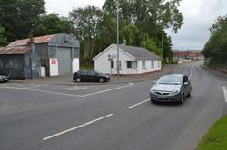 北アイルランド第2の都市ロンドンデリー付近の国境周辺。国境に検問などはない。手前側が北アイルランドで、右奥がアイルランドのドニゴール州マフ=2019年7月2日、服部正法撮影