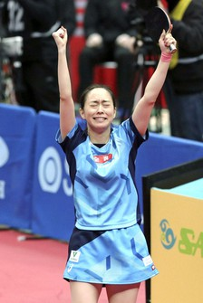 Kasumi Ishikawa reacts after defeating Mima Ito in the national table tennis championships women's singles final in Osaka on Jan. 17, 2021. (Kyodo)