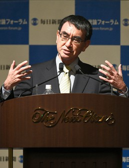Minister in charge of Administrative Reform Taro Kono is seen in this file photo. (Mainichi/Tomohisa Yazu)