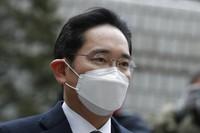 Samsung Electronics Vice Chairman Lee Jae-yong arrives at the Seoul High Court in Seoul, South Korea, on Jan. 18, 2021.  (AP Photo/Lee Jin-man)
