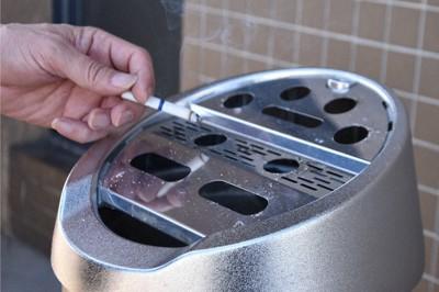 喫煙場所は次第に限られてきている=益川量平撮影