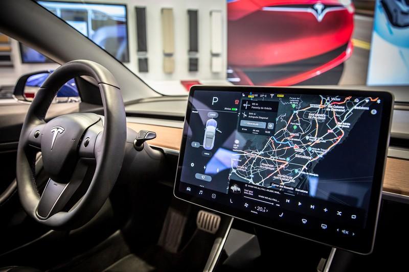テスラの「モデル3」に搭載された統合ECUが自動車業界を驚かせた(Bloomberg)