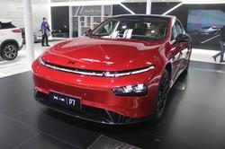 シャオペンが発売した航続距離706㌔のセダン「P7」(2020年の北京国際モーターショー)(筆者撮影)