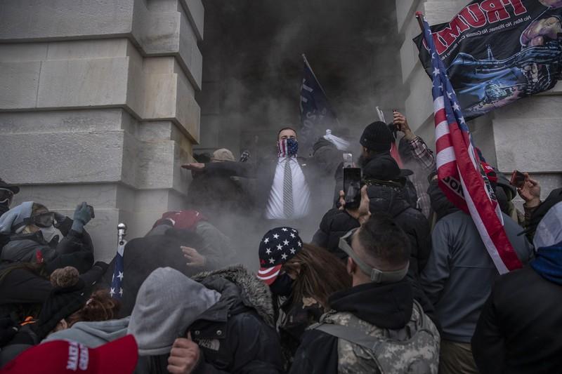 米議会乱入事件は世界に衝撃を与えた(Bloomberg)