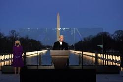 新型コロナウイルスの犠牲者追悼式典でスピーチするバイデン新米大統領=米首都ワシントンで2021年1月19日、AP
