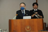 Okinawa Gov. Denny Tamaki announces the prefecture's own state of emergency declaration over the coronavirus at the prefectural government office in Naha on Jan. 19, 2021. (Mainichi/Takayasu Endo)