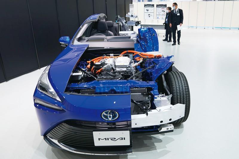 トヨタの技術力を結集させた新型ミライ (Bloomberg)