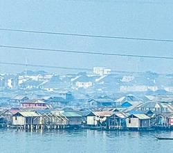 ラゴスの水上スラムをはじめ、多くの社会問題を抱えている 著者撮影