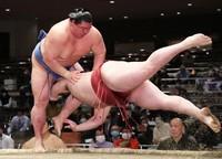 Shodai, left, slaps down Takanosho during their bout. (Mainichi)