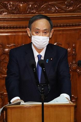 菅義偉首相は施政方針演説で2035年までに新車販売のすべてを電動車にすると宣言した=2021年1月18日午後2時10分、吉田航太撮影