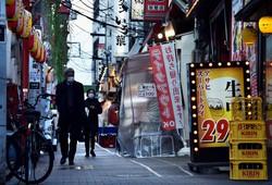 緊急事態宣言をうけて閑散とする新宿・歌舞伎町の飲食店街=2021年1月8日、滝川大貴撮影