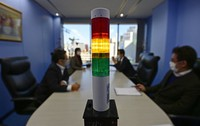 "The ""CO2 Sensing Pole,"" which indicates the concentration of CO2 with three color lights, is seen in Osaka's Kita Ward. (Mainichi/Tatsuya Fujii)"