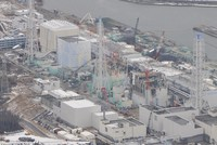 This Feb. 26, 2012 file photo taken from a Mainichi Shimbun helicopter shows Fukushima Daiichi nuclear power plant in Fukushima Prefecture, crippled in the wake of the earthquake and tsunami that hit northeastern Japan on March 11, 2011. (Mainichi)