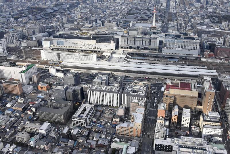 JR京都駅前のホテル群(手前)。GoToトラベルの一時停止で影響を受けた