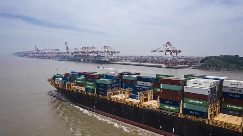 海運はコンテナ不足で運賃が高騰している(Bloomberg)