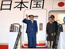 首相就任後初の外遊から3カ月が過ぎたが、「菅外交」の出遅れ感は否めない(成田空港で2020年10月21日)